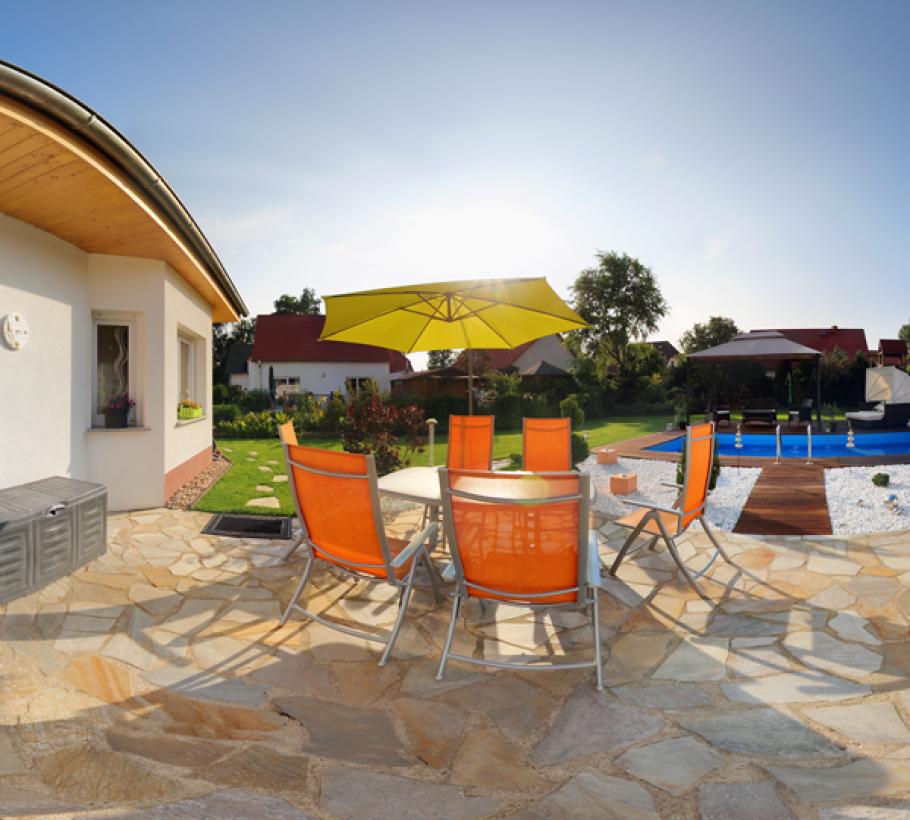 Pool und Außenanlage